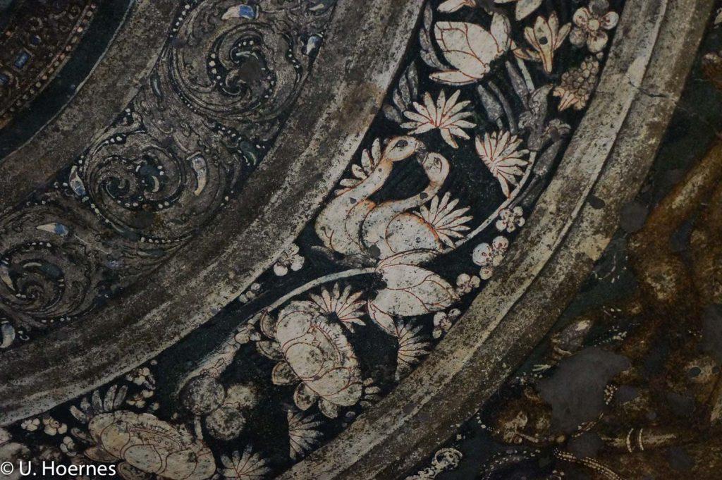 Deckenmalerei in einer der Höhlen in Ajanta, Maharashtra, Indien, 2015. (c) Ursula (Usha) Hoernes